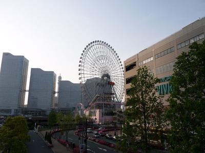 横浜ワールドポーターズとコスモワールド観覧車